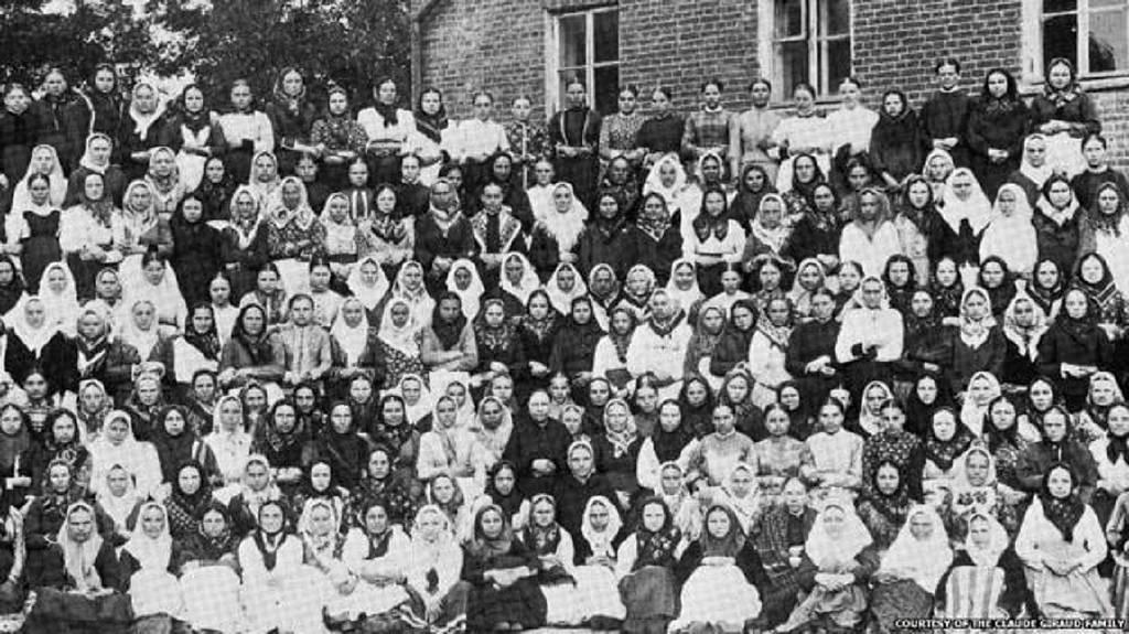 Работницы шелкоткацкой фабрики К.О.Жиро