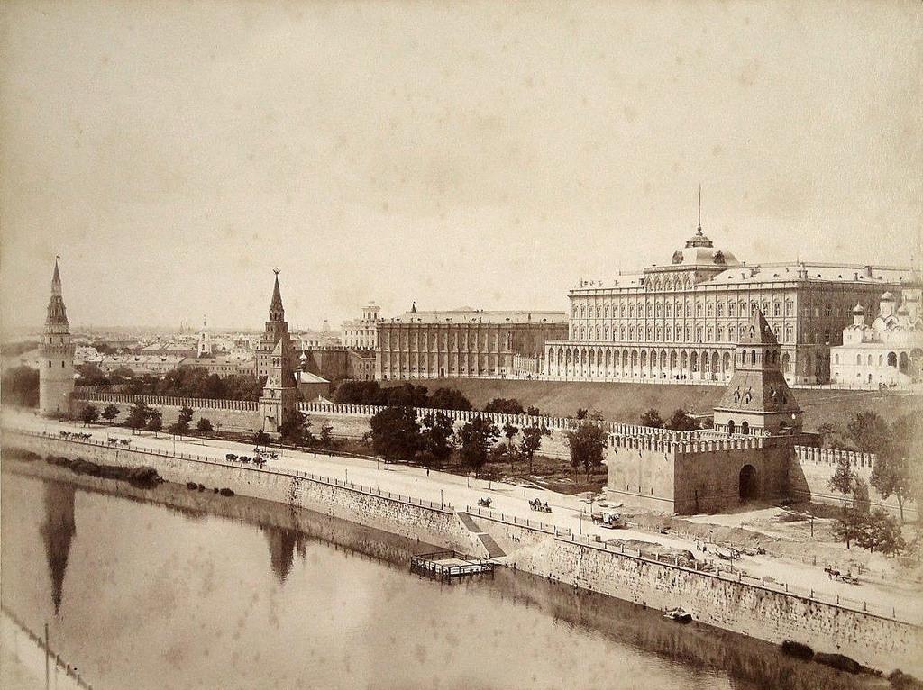 Вид на Кремлёвскую набережную. 1872