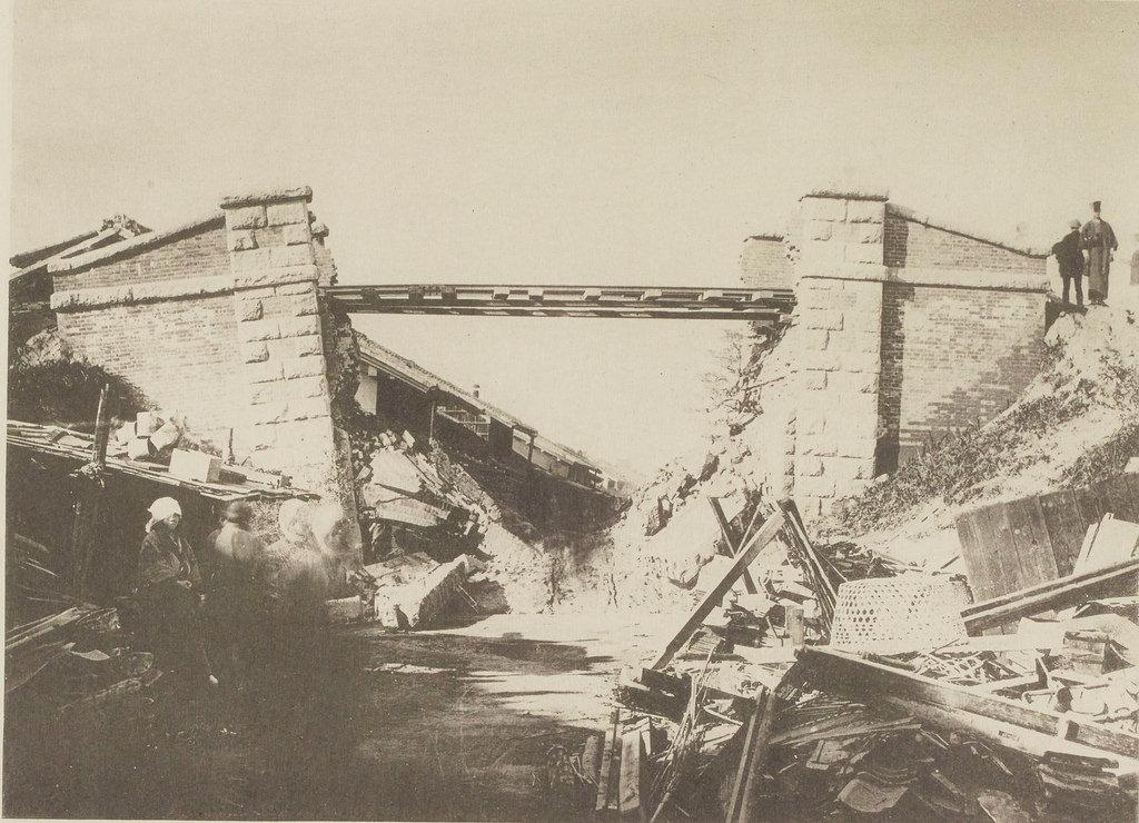 Мост через Биваджиму после землетрясения