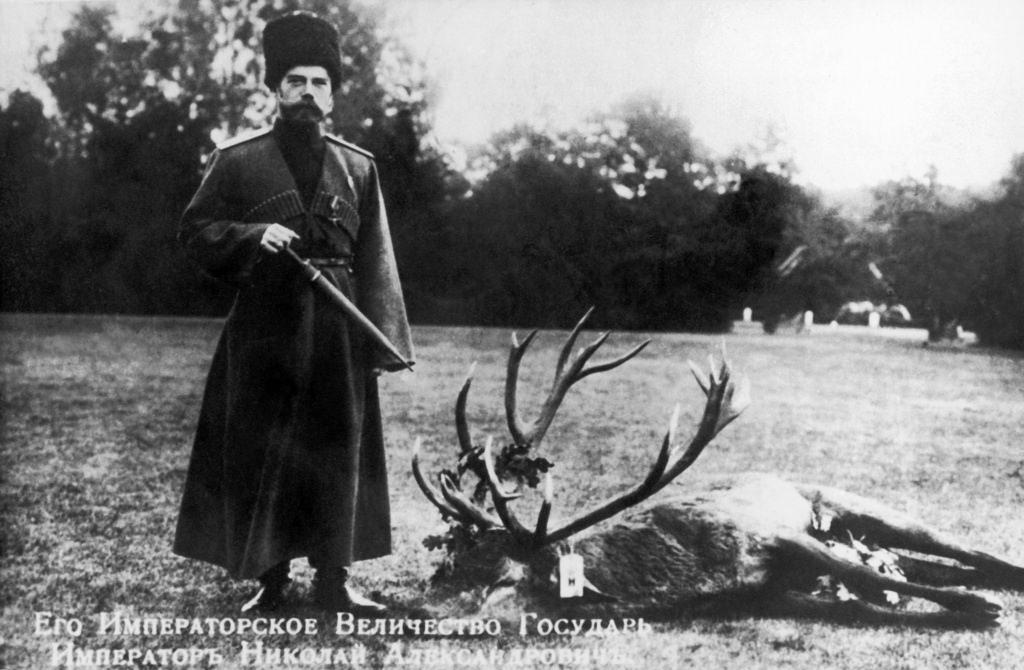 Николай II и убитый им олень