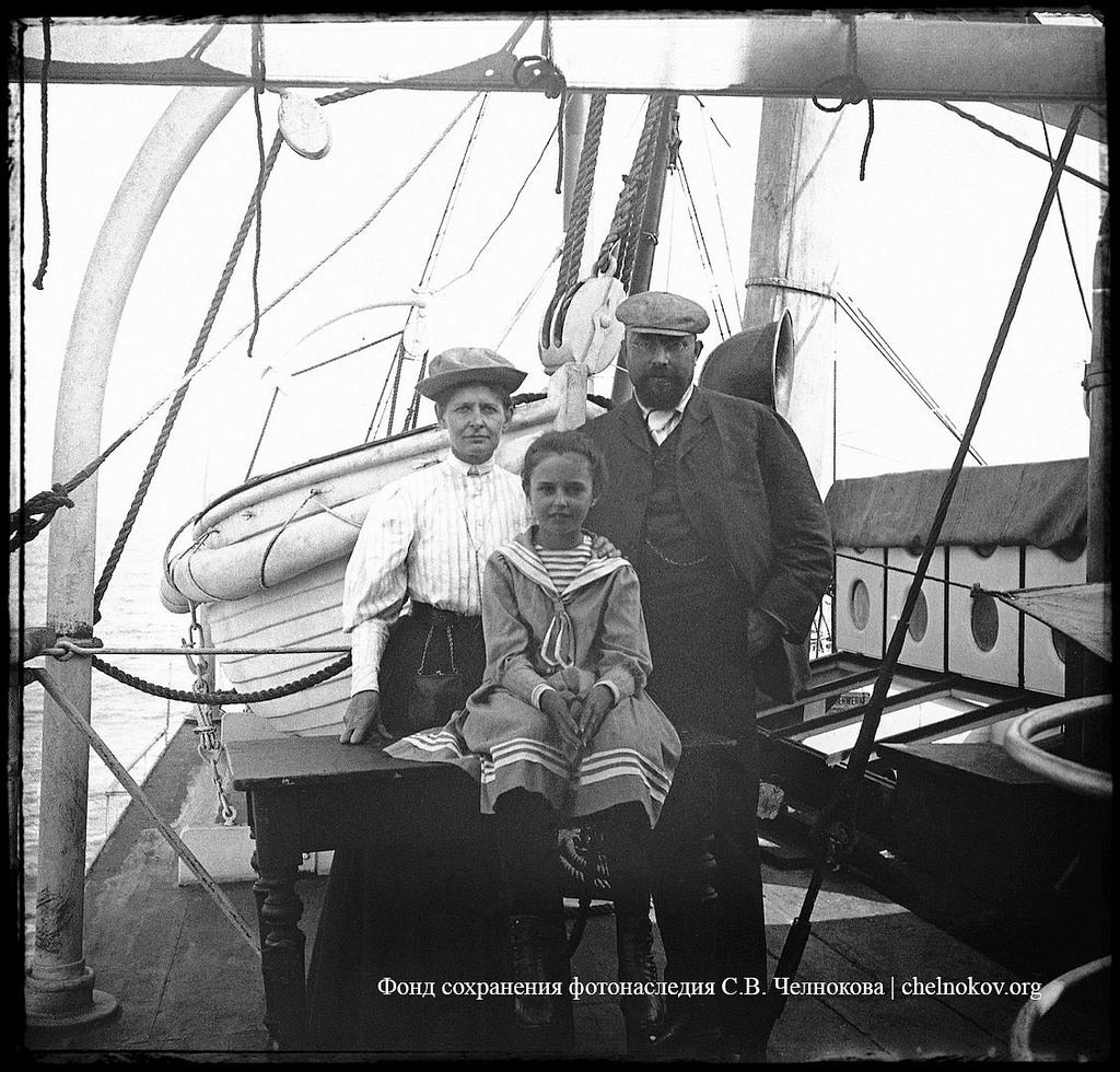 «Из Аббации в Венецию». Сергей Васильевич Челноков с женой Верой Карповной и дочерью Натальей на корабле.  1906