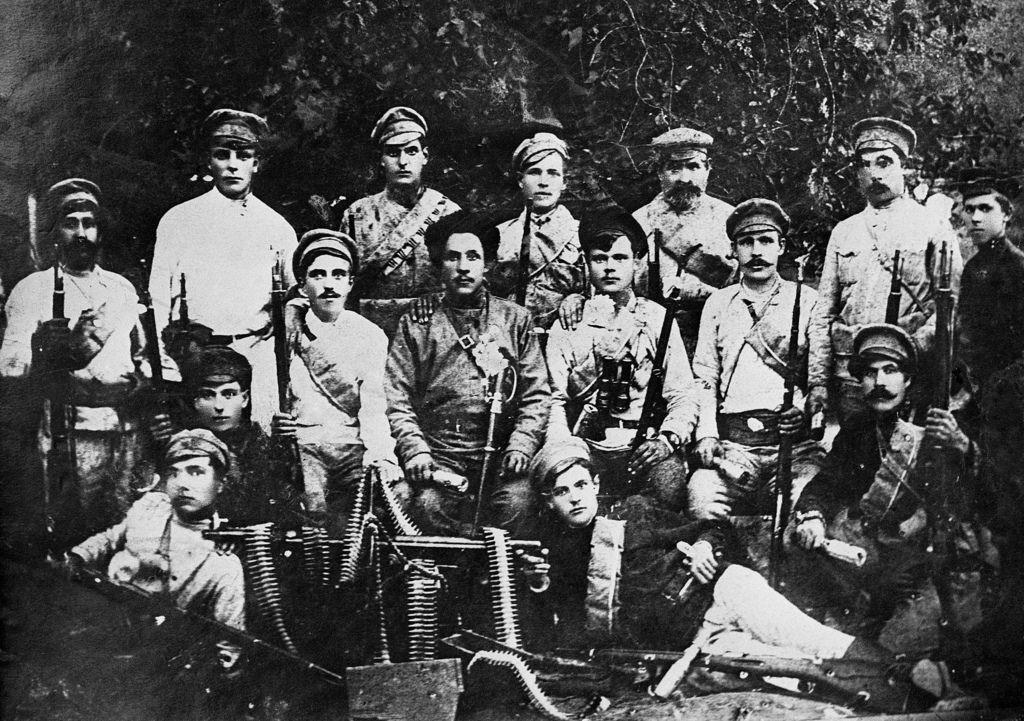 Вооруженные бойцы в Грозном