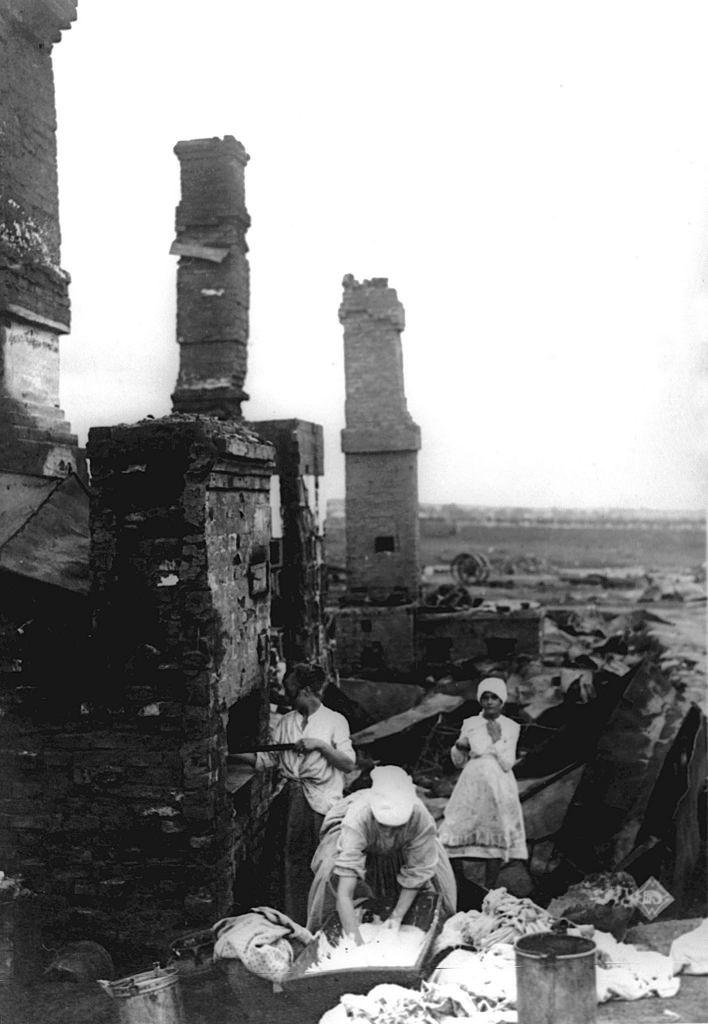 Жители возвратились в свой дом в Ярославле, который был разрушен и сожжен до основания во время восстания левых эсеров