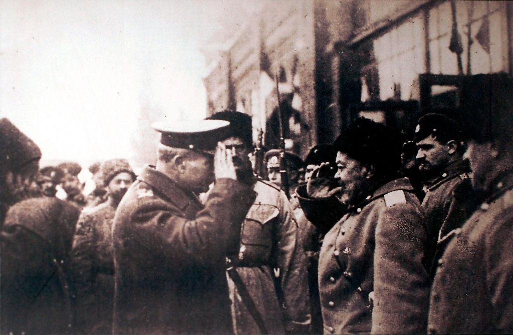 Генерал А.И.Деникин встречает британского генерал-майора Фредерика Пуля в Новороссийске 3 декабря
