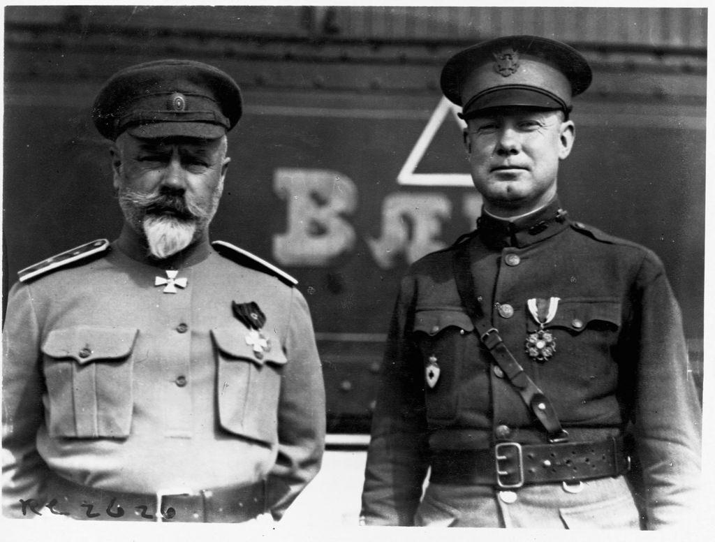 Антон Иванович Деникин с американским военным офицером