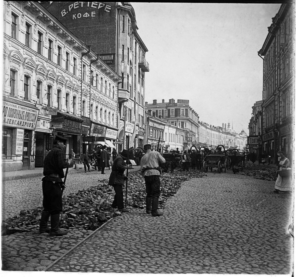 Арбат. Замена конки на трамвайные пути. 1900-е