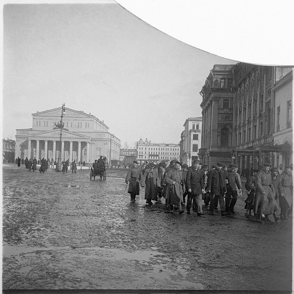 Театральная площадь. Арестанты под конвоем. 1905