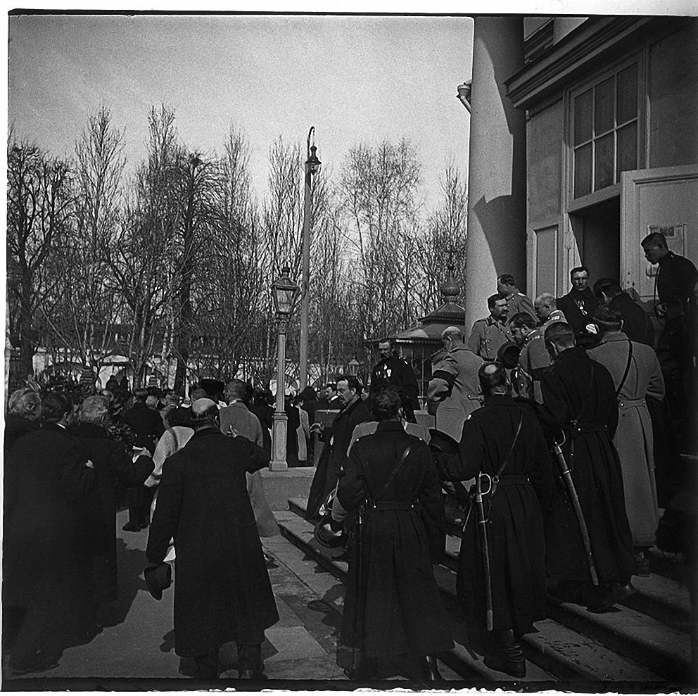 Молебен в ознаменование открытия памятника Гоголю. 1909