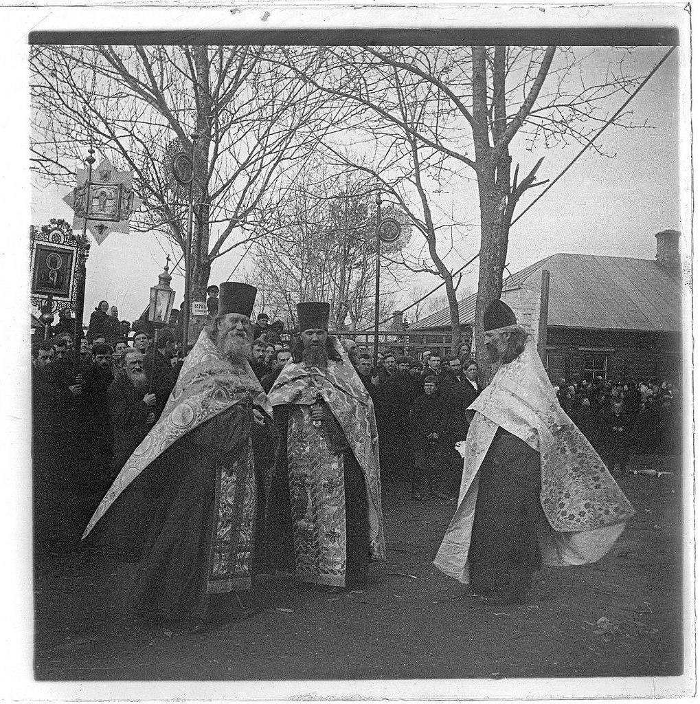 Мытищи. Крестный ход по случаю подъема колокола на Владимирскую церковь. 1890-е