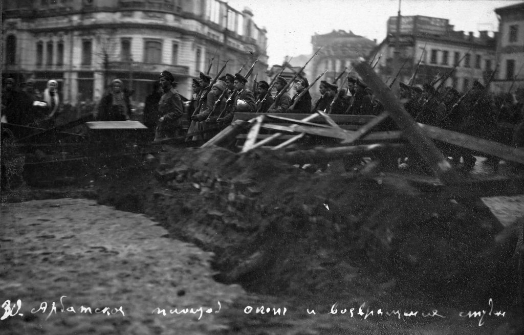 Арбатская площадь. Ополчение курсантов. Октябрь 1917