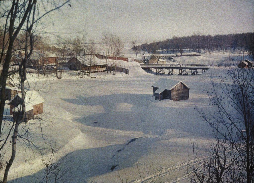 Яуза. У моста на Осташковской дороге. 1907
