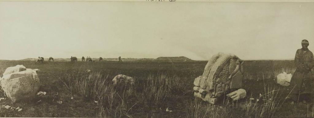 21. Трехгранная стелла и крепость Кара-Балгхассун