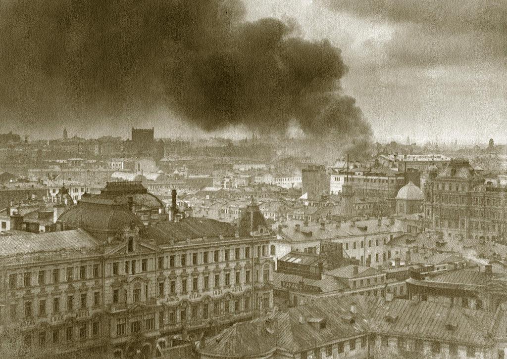 Вид с дома Нирнзее. Пожар в Малом театре. 2 мая 1914
