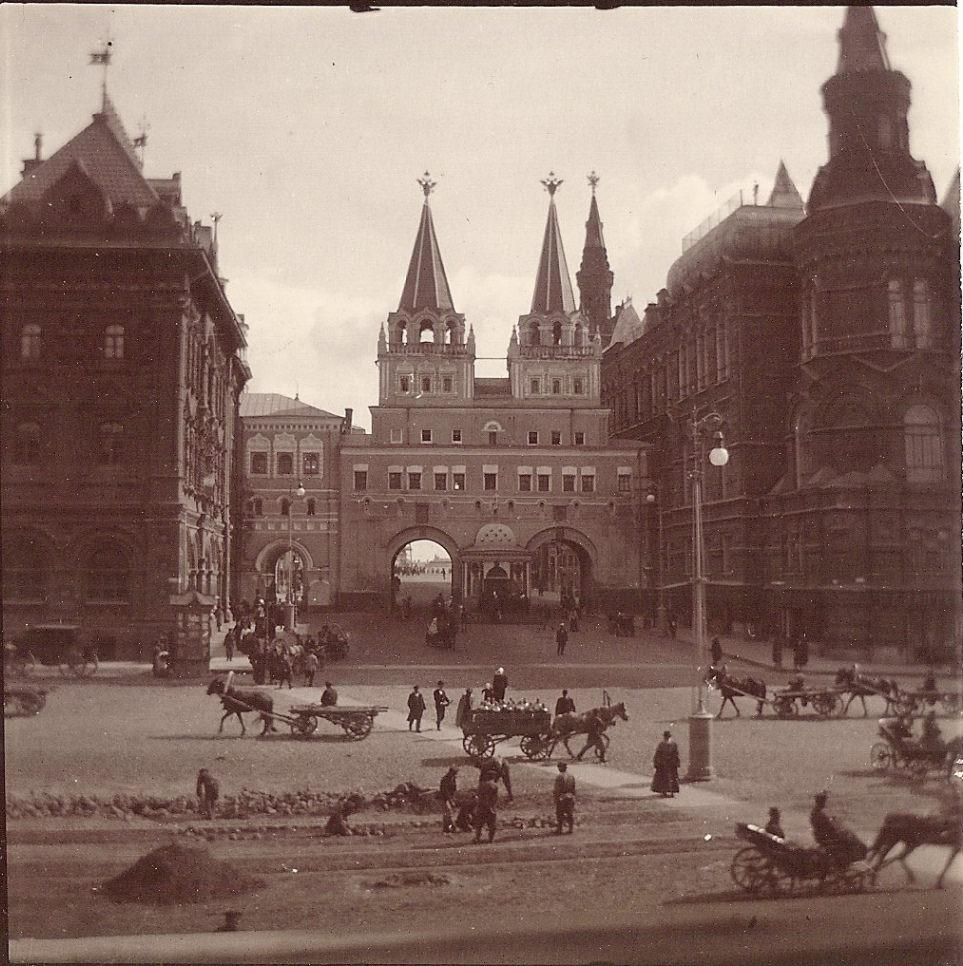 Иверские ворота. 1897