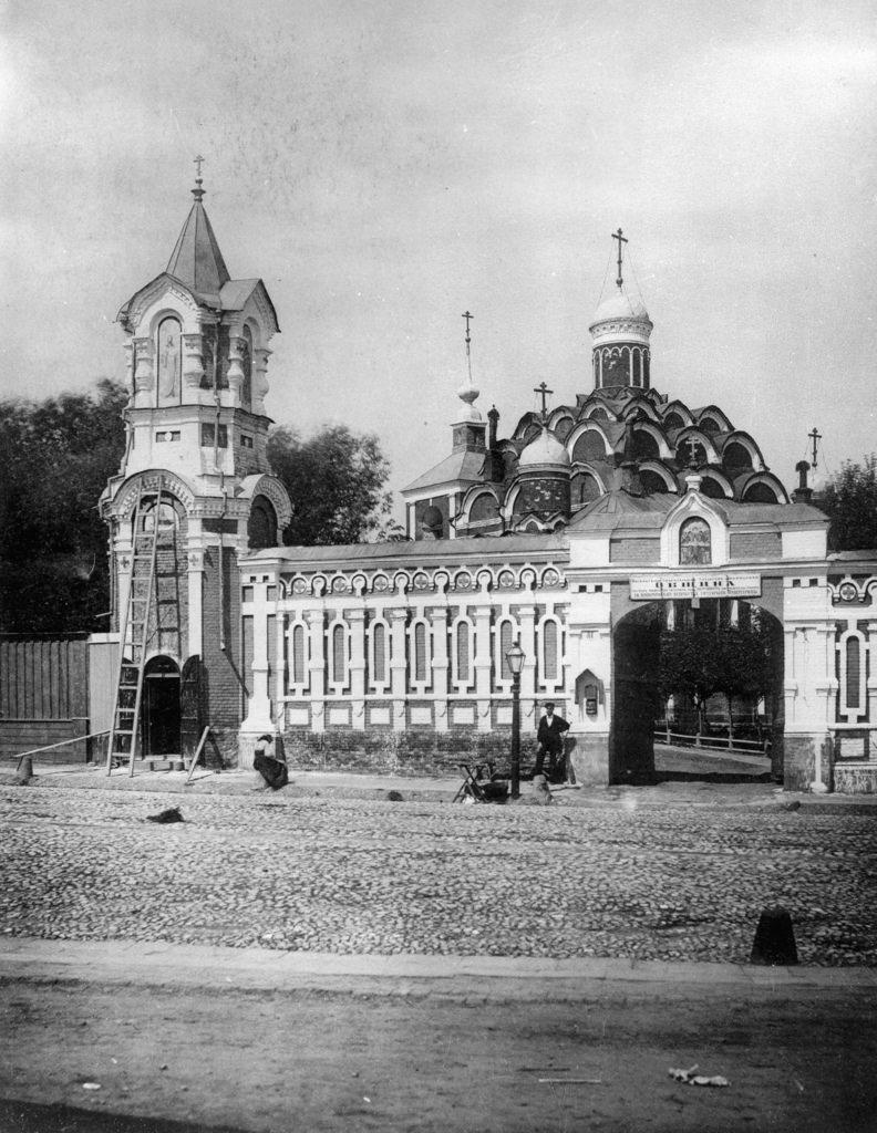 Ограда и ворота храма Покрова Пресвятой Богородицы в Рубцове