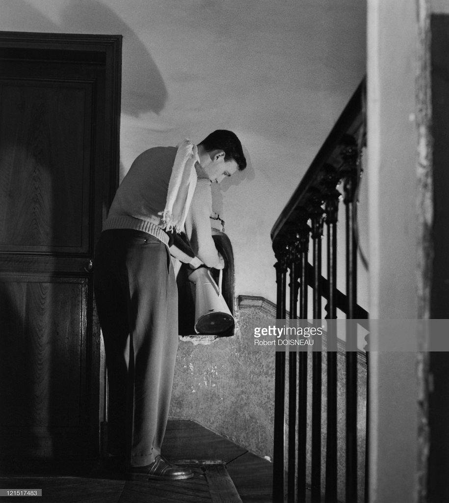 1951. Студент на лестничной площадке