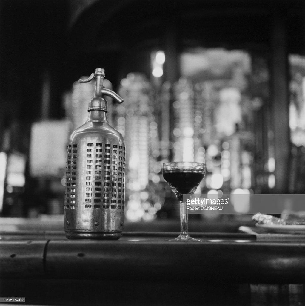 1956. Бистро. Коктейль и сифон с газировкой