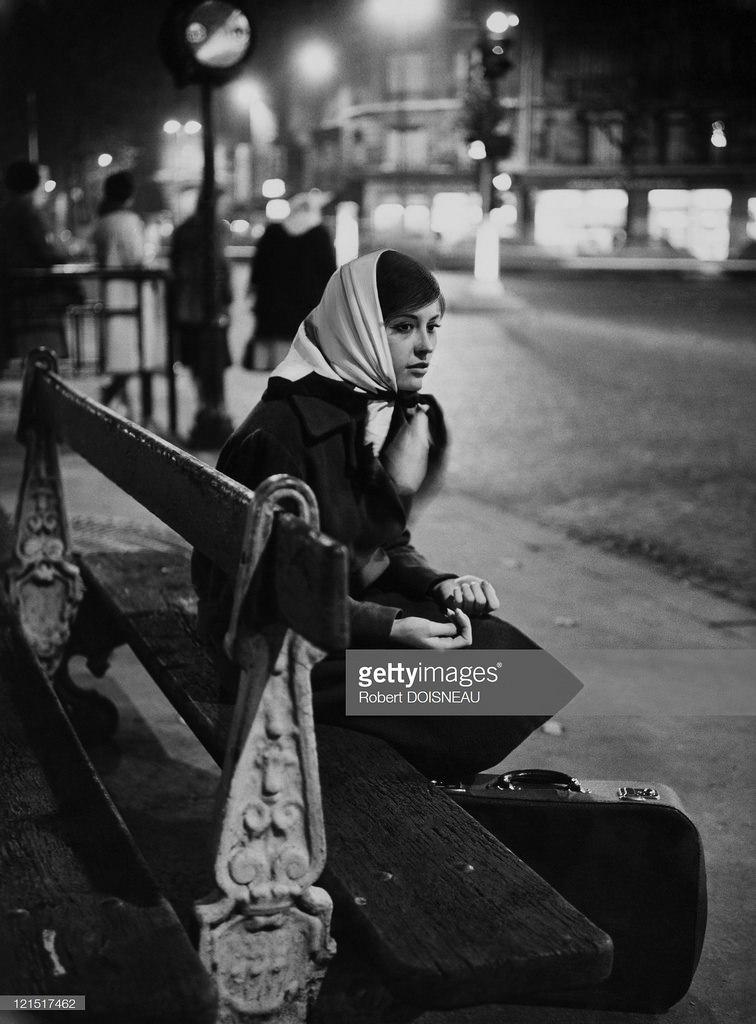 1961. Женщина в центре города ночью
