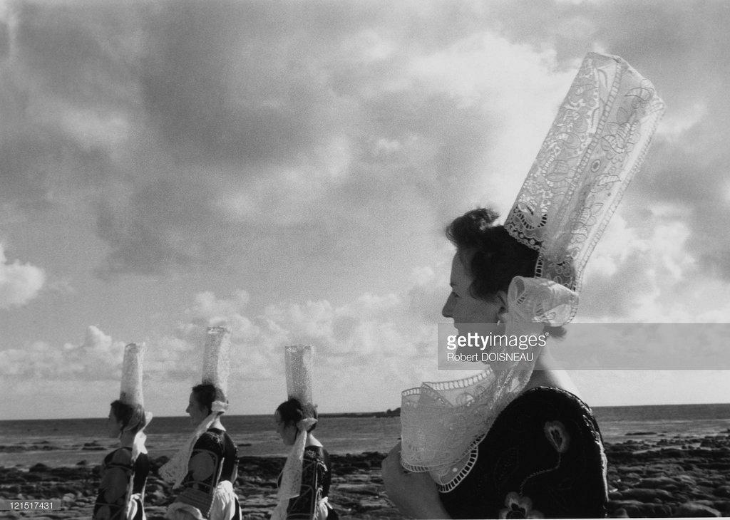 Бретонские женщины с традиционным головным убором