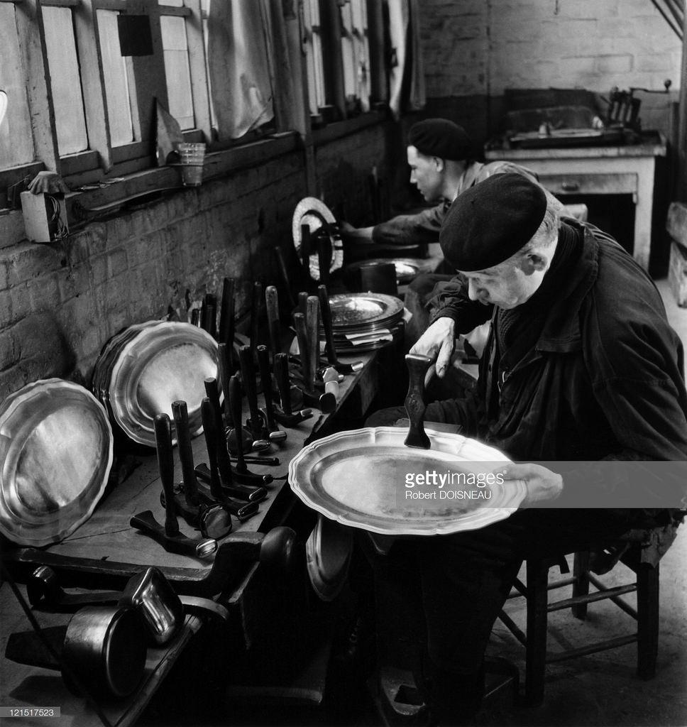 Изготовление серебряных блюд в Сен-Дени, Париж