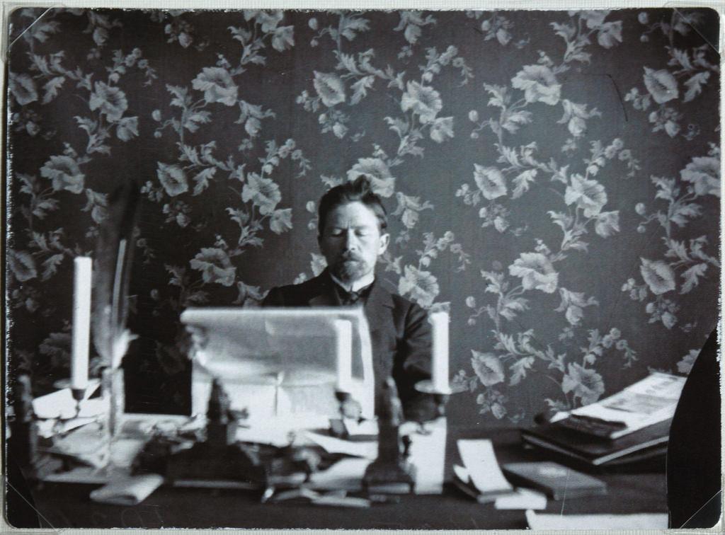 1900. А.П. Чехов в своем кабинете