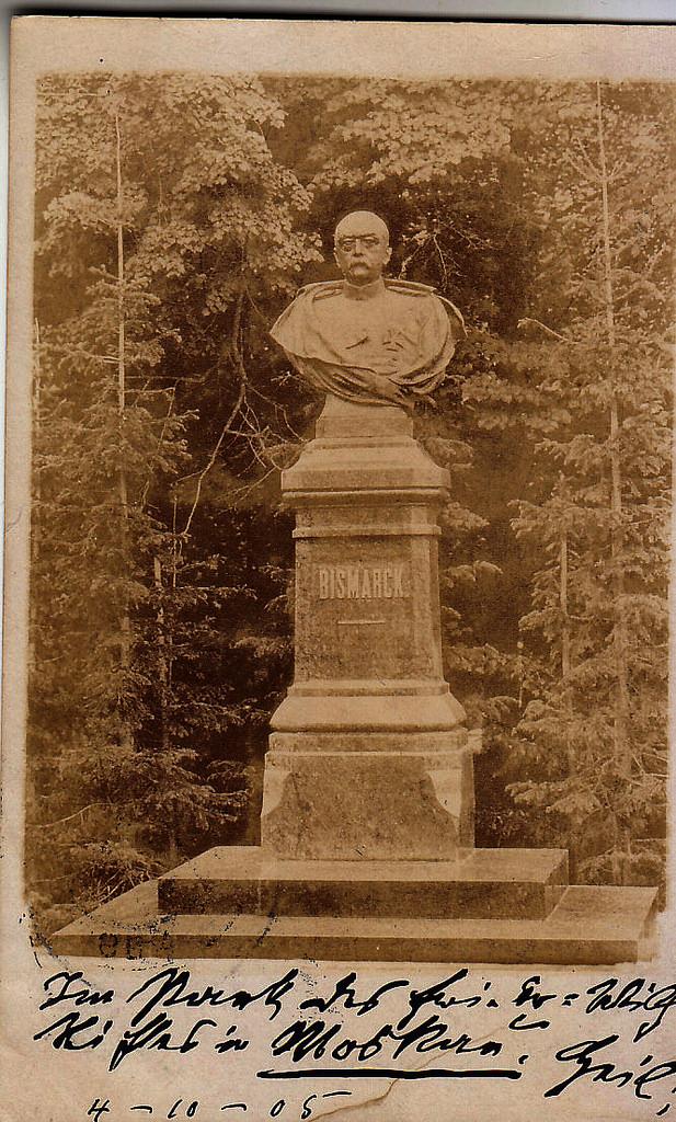 Новая Божедомка. Памятник Бисмарку в саду приюта «Фридрих-Вильгельм-Виктория». 1905