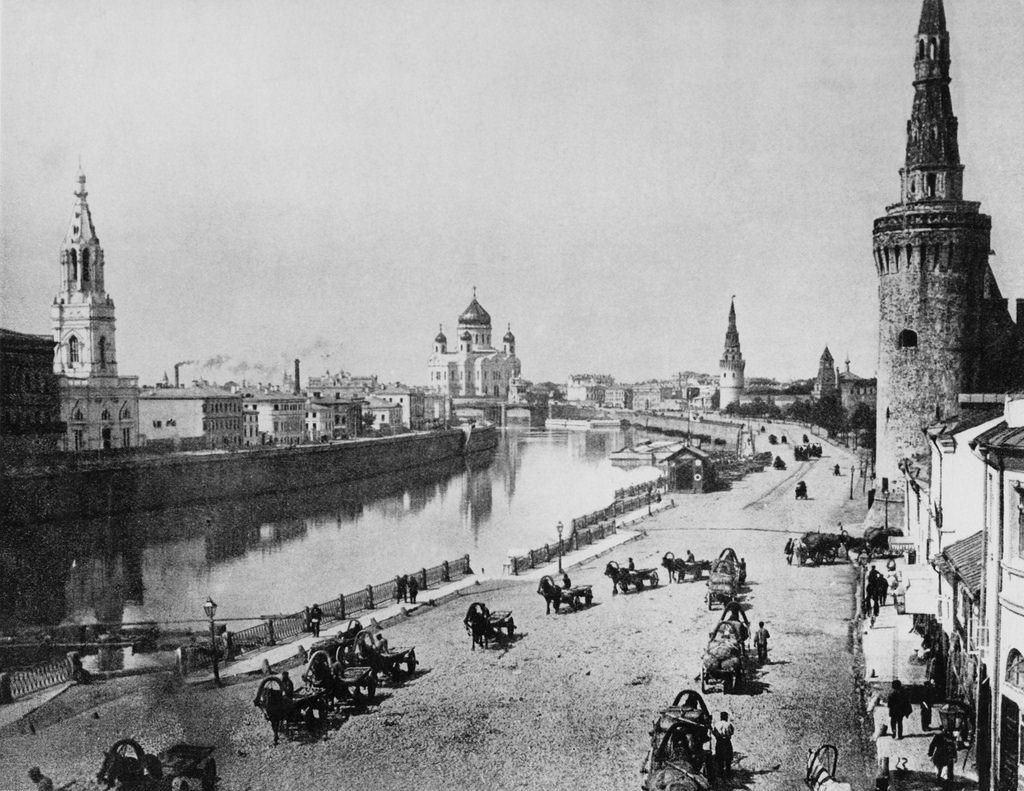 Извозчики на Кремлевской набережной, 1900-е