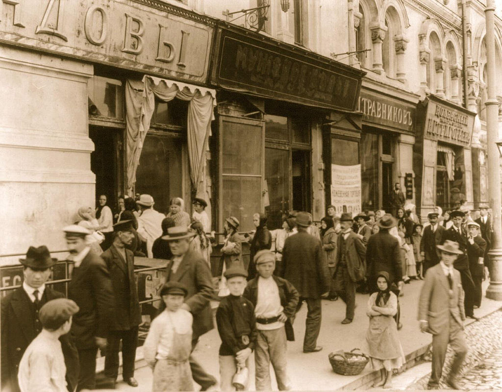 Магазины на первом этаже Политехнического. 1910-е