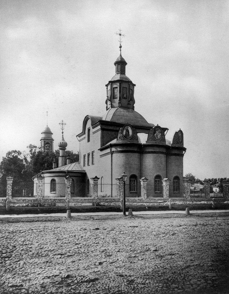 Церковь Троицы Живоначальной в Капельках