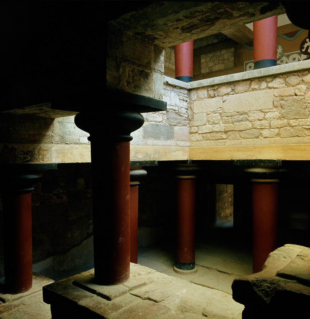 Кносский дворец. Колонны в атриуме
