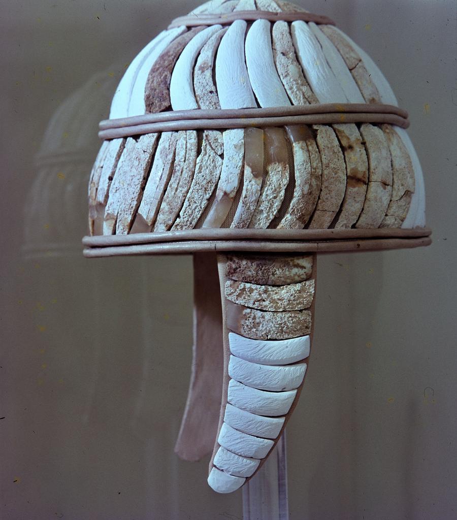 Шлем из зубов дикого кабана, после 1600 г. до н.э.