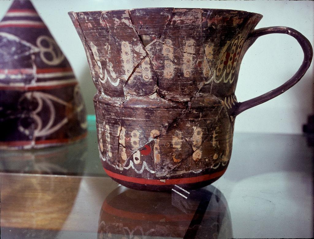 Археологический музей. Керамика из полихрома Камарес из Кносса
