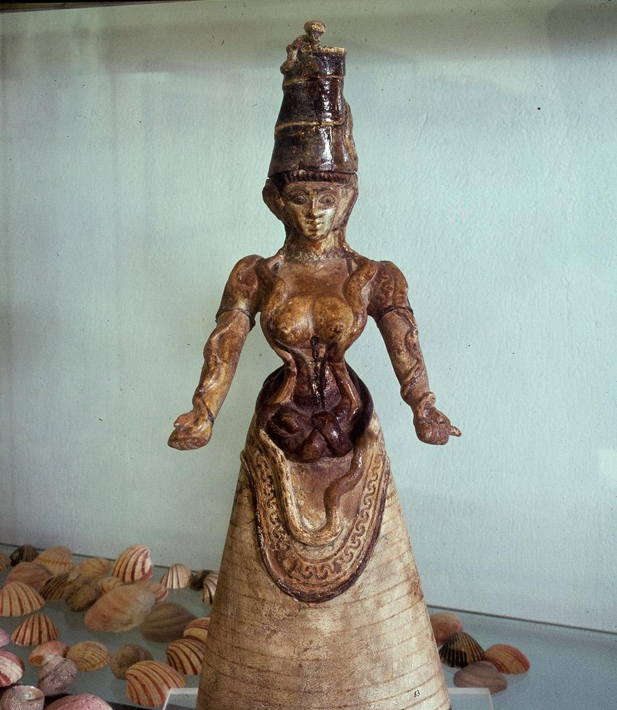 Ираклион. Археологический музей. Прамахос — Великая Мать богов, повелительница змей