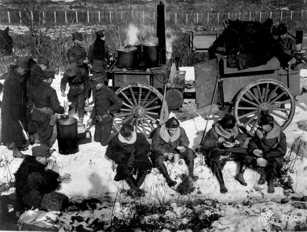 1918. Испытание новой американской полевой кухни во Владивостоке