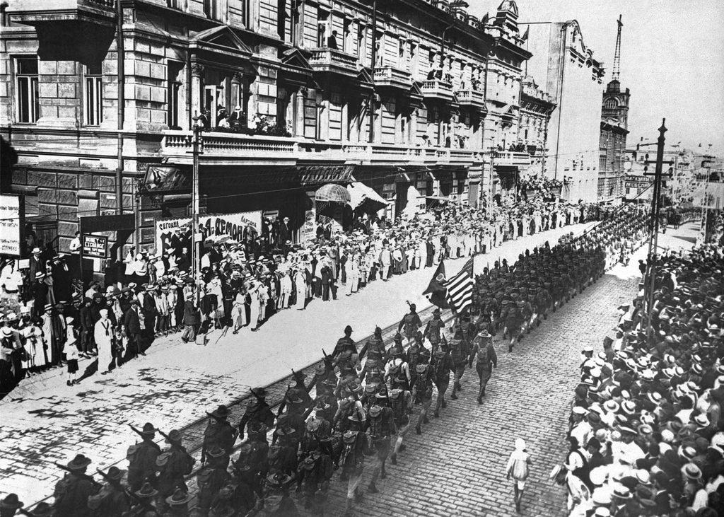 1918. Парад союзных войск во Владивостоке