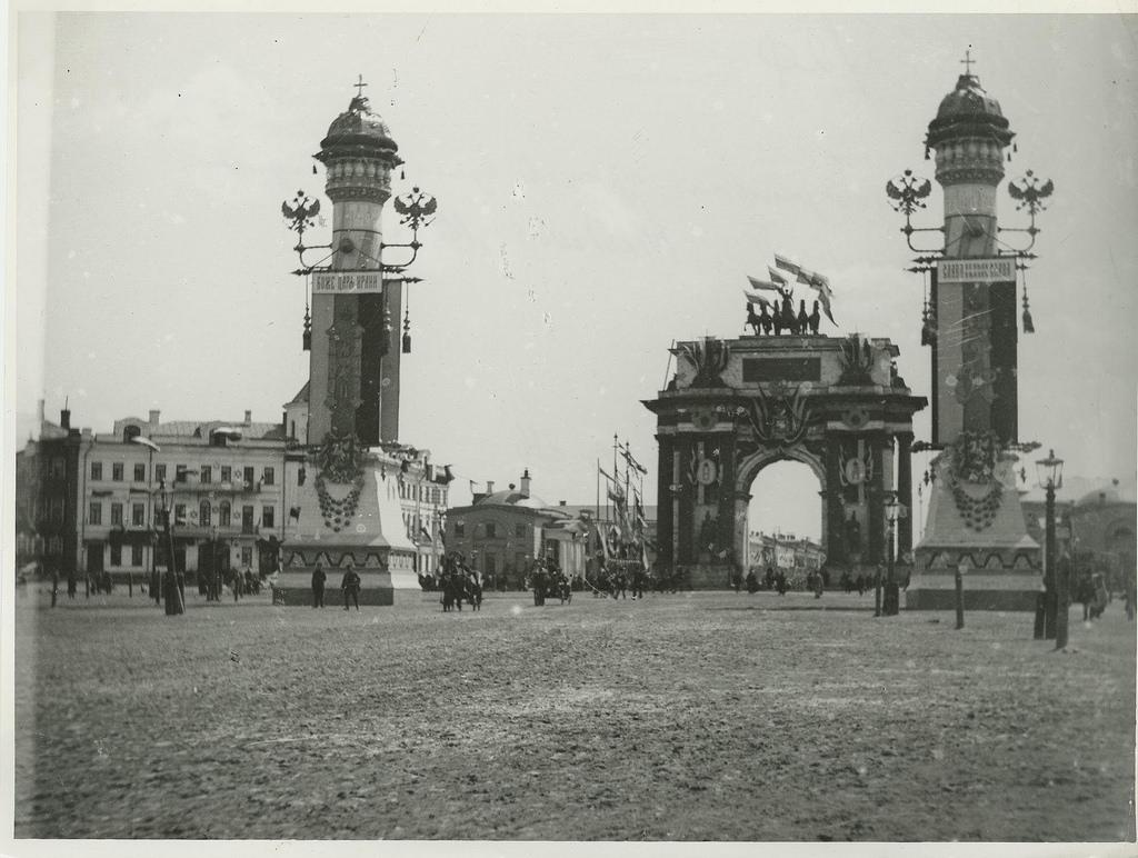 Триумфальная арка во время коронации Николая II. 1896