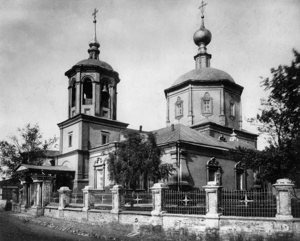 Церковь Живоначальной Троицы в Троицкой близ Самотеки
