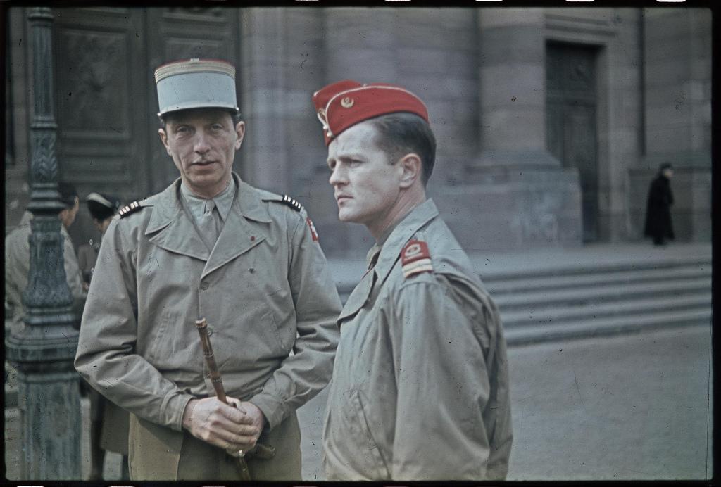 Два офицера из дивизии Леклерка