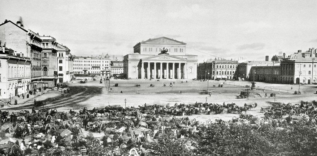 Вид от Заиконоспасского монастыря на Театральную площадь.