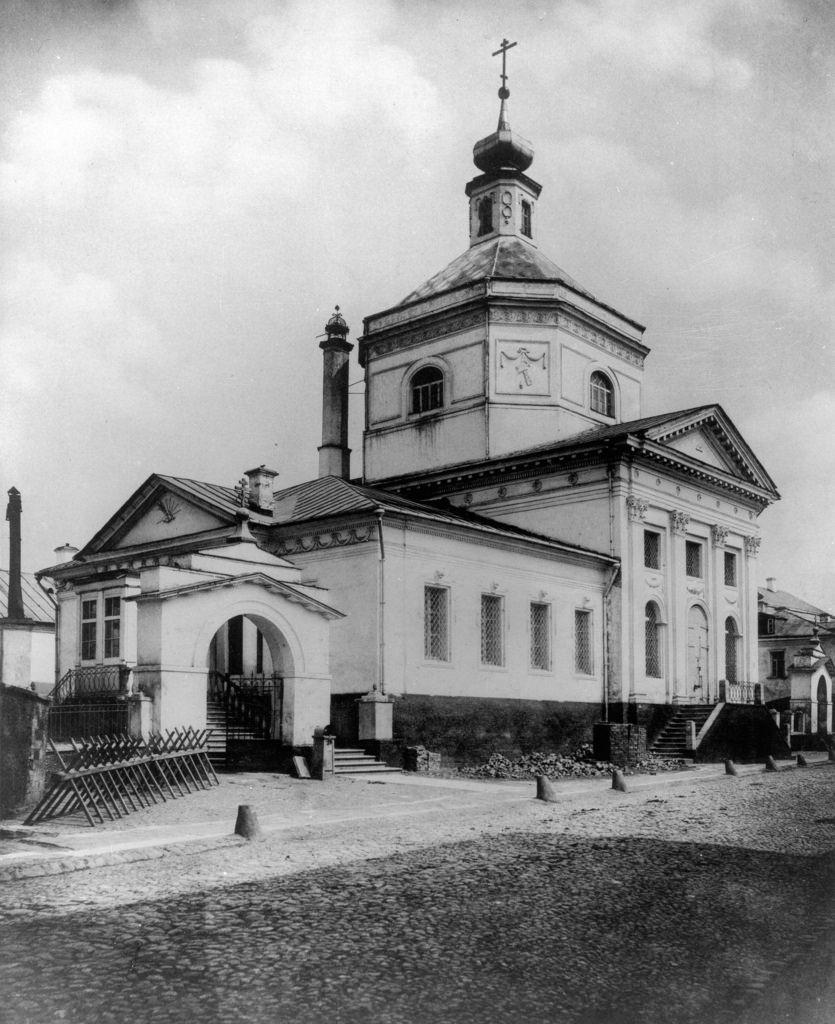 Церковь Живоначальной Троицы в Серебренниках у Яузского моста
