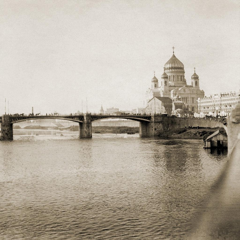 Храм Христа Спасителя и Большой Каменный мост. 1904