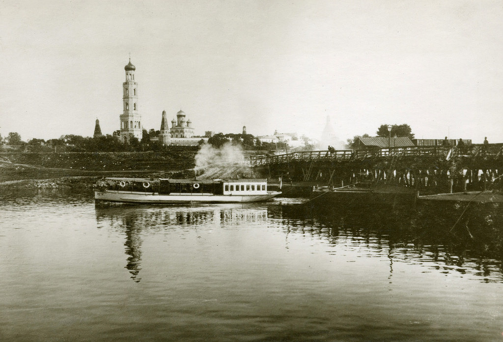 Всехсвятский мост и Симонов монастырь. 1910