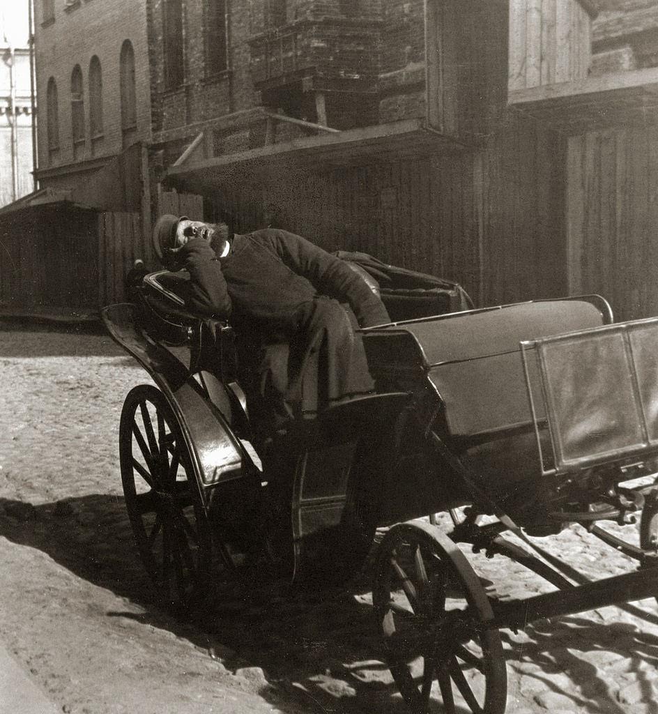 Копьёвский переулок. Извозчик. Редкие минуты отдыха. 1908