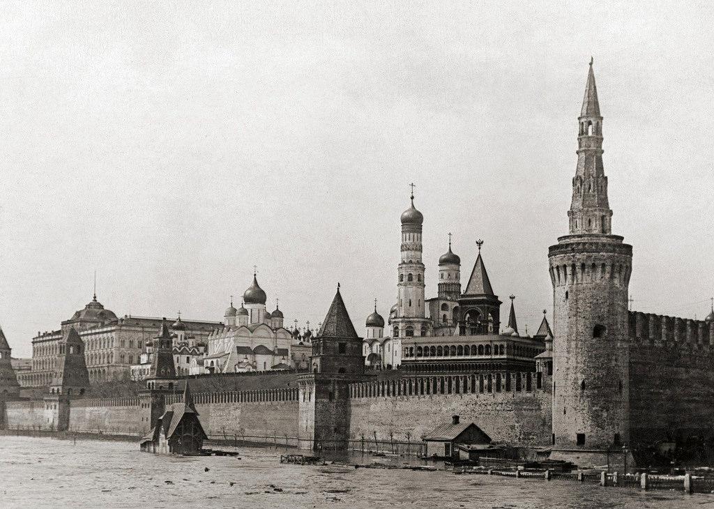 Кремль во время наводнения. 1908