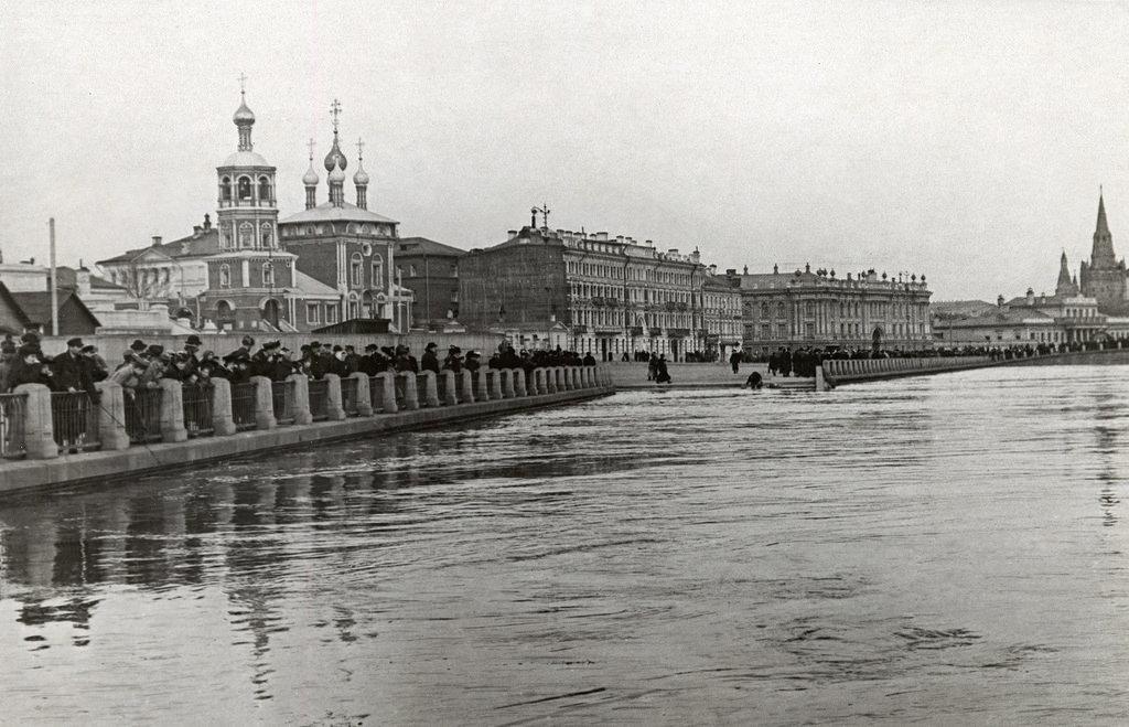 Набережная Храма Христа Спасителя. Наводнение. 1908