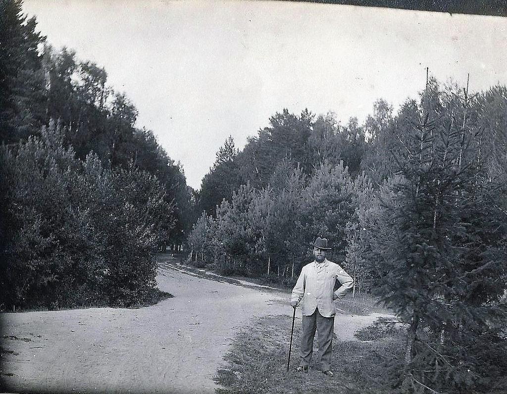 Тарасовка. На даче купца Григория Георгиевича Смирнова. На прогулке