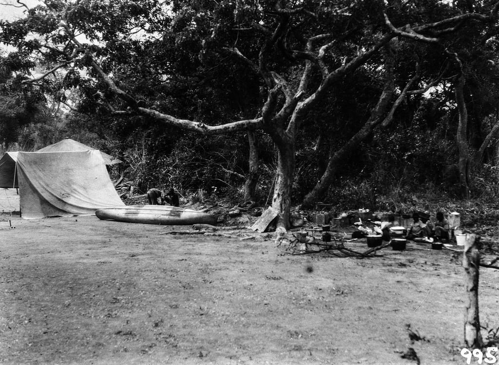 Нсомбо. Обустройство экспедиционного лагеря