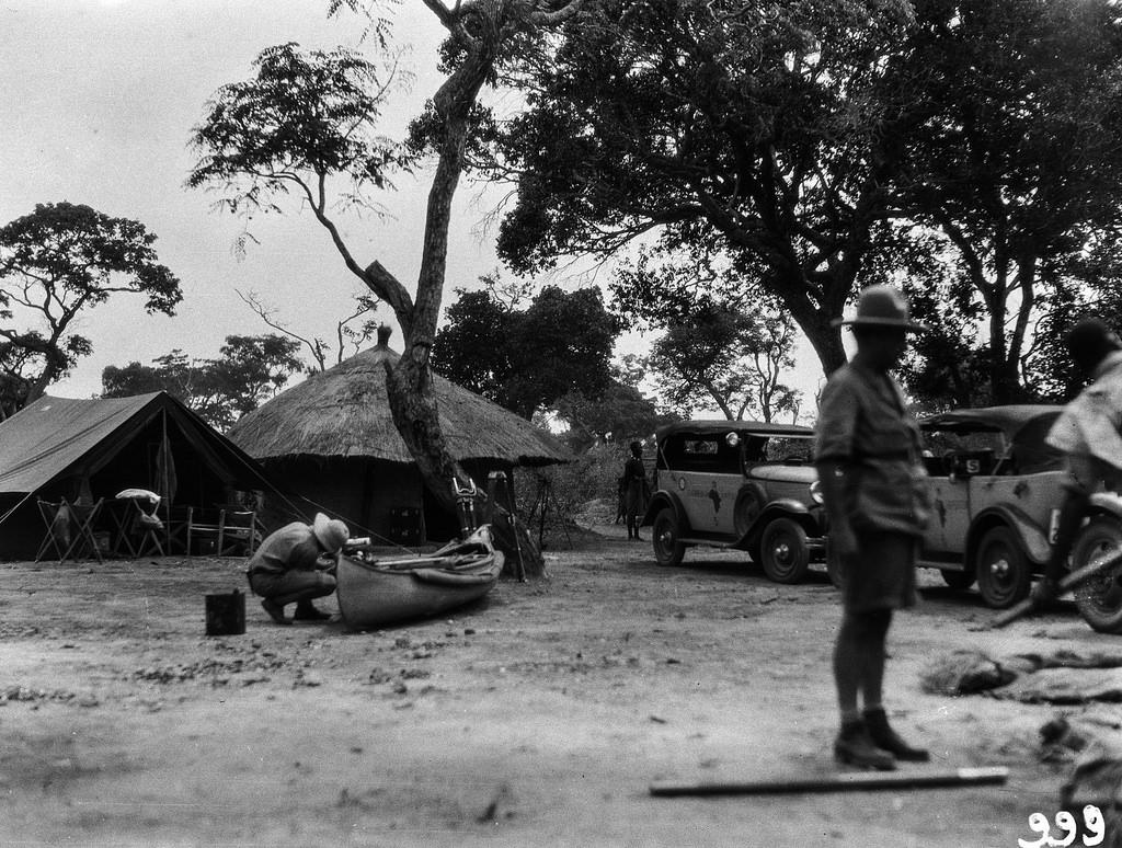 Нсомбо. В экспедиционном лагере.