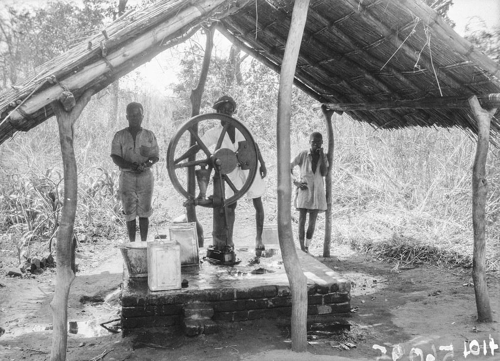 Форт Джеймсон. Трое мужчин у колодца