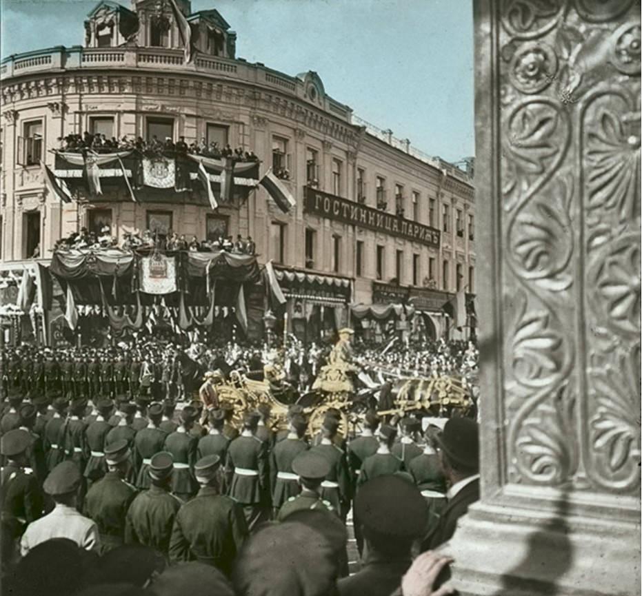 Коронационная процессия Николая II у гостиницы «Париж»